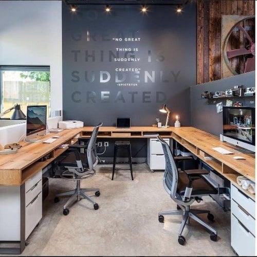 Consejos de decoración de oficina - espacio entre escritorios