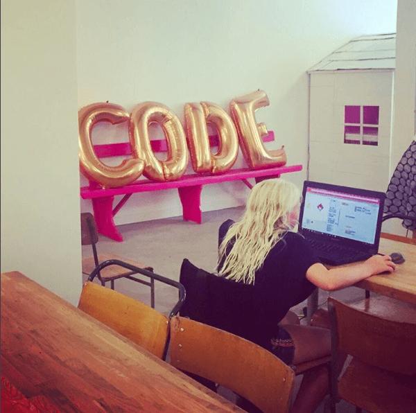Ejemplo de la agencia creativa utswo: día de oficina