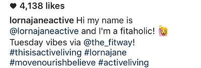 Ejemplo de hashtags al final del pie de foto de Lorna Jane en Instagram