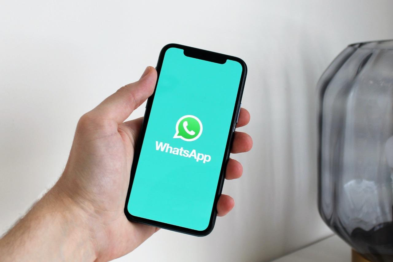 5 ejemplos de mensajes de bienvenida para WhatsApp (y cómo crear uno)