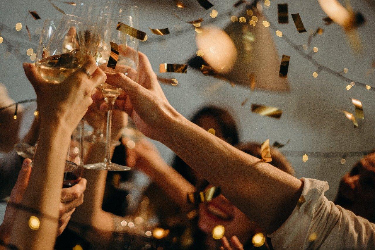 8 invitaciones de fiesta de fin de año empresariales para inspirarte