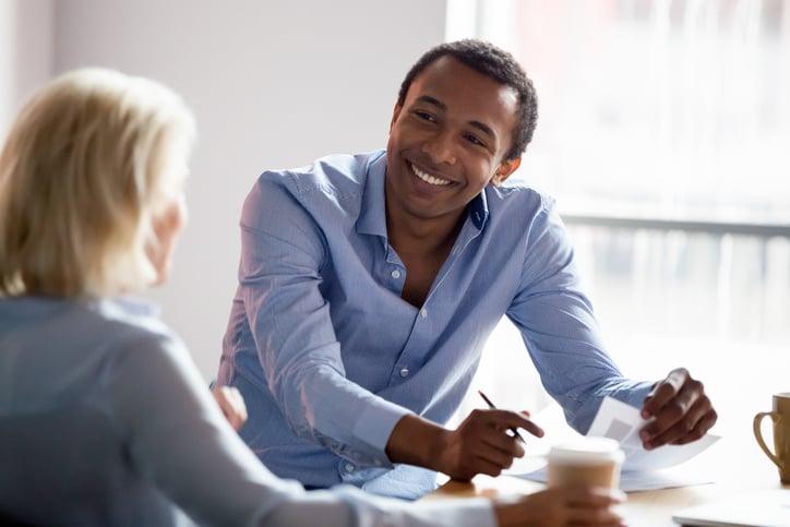 Comunicación no verbal con clientes: las 3 claves para la atención integral