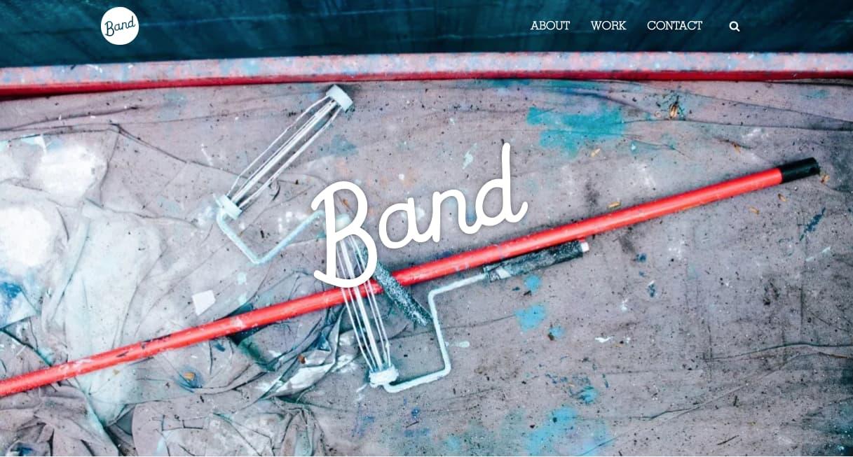 Descripción visual de la empresa Band en la cabecera de su sitio web