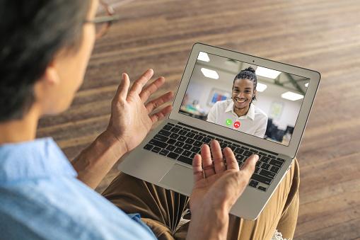 Fortalece tu comunidad online con la ayuda de tus colegas