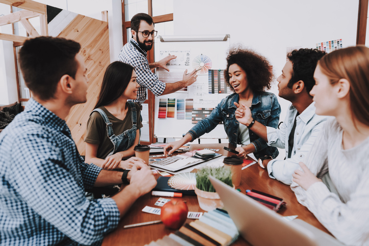 ¿Cuáles son las funciones del departamento de marketing?