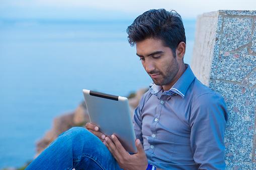 ¿Cómo ayudar a tu equipo de ventas a cerrar tratos con contenido?
