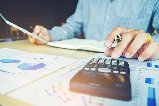 Crea y mide tu presupuesto de marketing (incluye 8 plantillas gratis)
