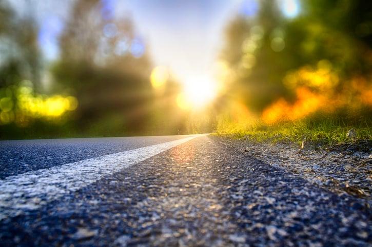 mision-vision-valores-ejemplos-paisaje-camino