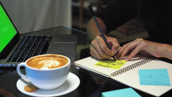 Cómo crear objetivos SMART para tu empresa (con ejemplos)