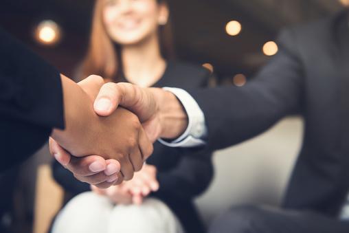 Cómo crear un plan de compensación e incentivos para tu equipo de ventas