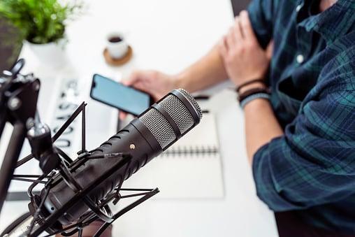 Guía completa para hacer un podcast en 2021