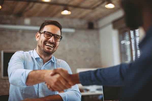 Cómo solicitar un testimonio de satisfacción a un cliente